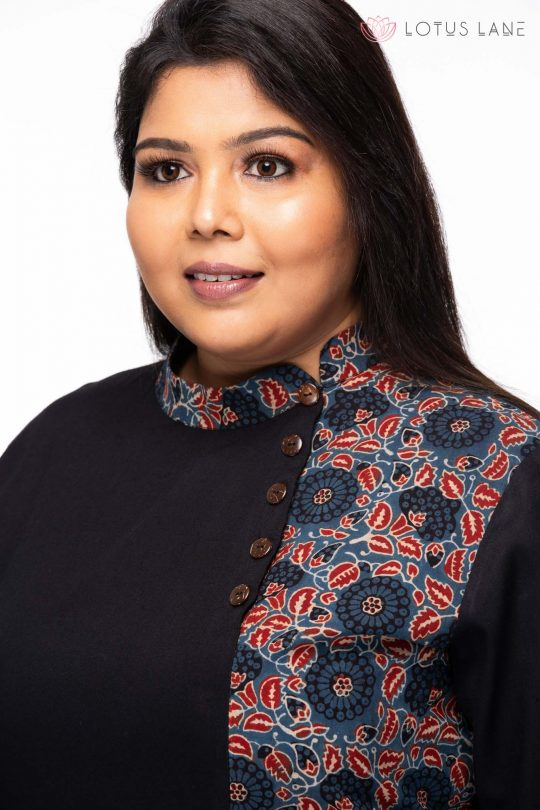 plus size Relaxed fit Tunic -closeup